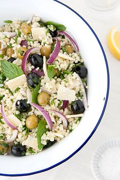 Insalata di couscous israeliano con olive