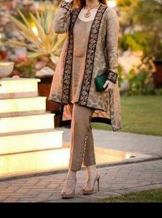 Latest Stitching Styles Of Pakistani Dresses 2019 Pakistani Gowns, Pakistani Fashion Party Wear, Pakistani Formal Dresses, Pakistani Wedding Outfits, Pakistani Dress Design, Indian Dresses, Indian Outfits, Latest Pakistani Fashion, Frock Fashion