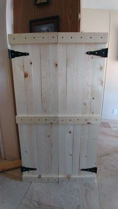 Jewelry Storage The Ultimate DIY Rustic Jewelry Cabinet - Attractive with lots of storage. - The Ultimate DIY Rustic Jewelry Cabinet will solve all your jewelry storage problems! It is not only attractive, but it has tons of storage! Diy Jewelry Cabinet, Jewelry Drawer, Jewelry Chest, Jewellery Storage, Jewelry Organization, Jewelry Box, Pallet Jewelry Holder, Armoire Makeover, Rustic Jewelry