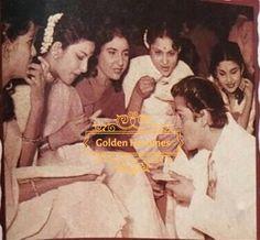 Shammi Kapoor, Eat Together, Vintage Bollywood, Indian Celebrities, Bollywood Stars, Heroines, Interview, Cinema, Anniversary