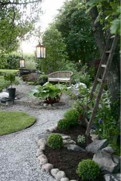 Front Yard Landscaping Gorgeous Gravel Garden Ideas that Inspiring - Gorgeous Gravel Garden Ideas. Creating a gravel garden need not be a difficult process. Too many people make it such an all-consuming endeavor. Farmhouse Landscaping, Front Yard Landscaping, Florida Landscaping, Courtyard Landscaping, Landscaping Melbourne, Gravel Garden, Gravel Pathway, Water Garden, Pea Gravel Patio