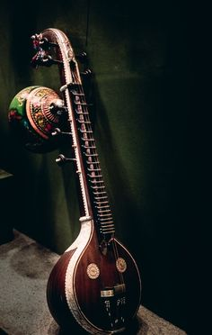 Saraswati Veena - a stringed instrument used in carnatic classical music. The veena in its various forms was a predecessor of the sitar. Photograph by Dilip Goswami South India Four main strings, 3 auxiliary strings Old Musical Instruments, Indian Musical Instruments, Folk Music, Art Music, Music Collage, Music Painting, Fabric Painting, Sound Of Music, Music Is Life