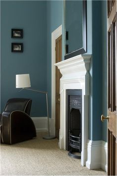 Farrow & Ball Stone Blue Estate Emulsion and trim in Wimborne White Estate Eggshell - maybe for the dining room Farrow Ball, Farrow And Ball Paint, Farrow And Ball Living Room, Farrow And Ball Kitchen, Blue Paint Colors, Room Colors, Wall Colors, Color Blue, Teal Blue