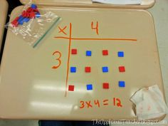 Do you teach multiplication using arrays? Multiplication has always been a weakness of mine (something my family LOVES to tease me about) but I am bound and determined to make sure my thirds have a Maths 3e, Learning Multiplication, Teaching Math, Multiplication Strategies, Array Multiplication, Math Strategies, Math Resources, Math Activities, Fourth Grade Math