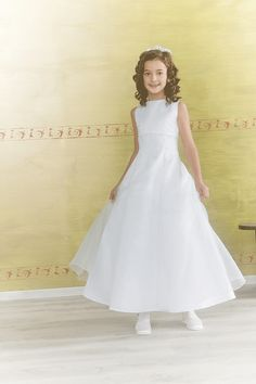 New 2014 Emmerling First Communion Dress - 70131 - Sleeveless, Beaded, Satin and Organza Full Length If you want to register to preview our 2014 collection click on link http://www.firstholycommunionday.co.uk/2014-first-communion-dresses-589-c.asp