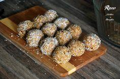 Ešte predtým, ako sa pustíte do zložitejších raw receptov, mali by ste skúsiť tieto jednoduché raw kokosové guľky.