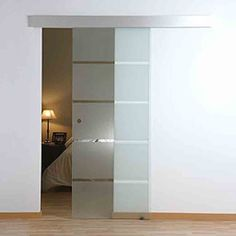 puertas correderas que deja iluminacion Glass Design, Door Design, House Design, Mirror Panel Wall, Interior Design Career, Home Upgrades, Bathroom Doors, Interior Trim, Pocket Doors
