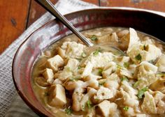 Tennessee White Chili Recipe: Easy white chicken chili is a lighter alternative to ground beef and tomato chili. Ready to expand your chili repertoire? Great Chili Recipes, Soup Recipes, Chicken Recipes, Oven Recipes, Skillet Recipes, Healthy Recipes, Recipies, Yummy Recipes, Advocare Recipes