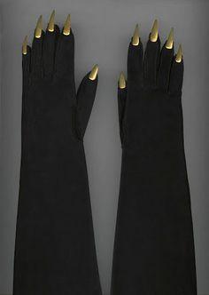 Expo Paris haute couture - Schiaparelli, gants du soir, vers 1936