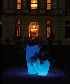Indoor or Outdoor flower pot with light Skin Myyour Outdoor Flowers, Lumiere Led, Luz Led, Statue, Light Skin, Save Energy, Modern Lighting, House Colors, Flower Pots