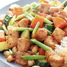 Balsamic Chicken and Vegetables slow-cooker recipe. Plus a lot of other good and healthy slow cooker recipes. Healthy Cooking, Healthy Eating, Healthy Recipes, Healthy Food, Protein Recipes, Clean Recipes, Cooking Food, Healthy Dinners, Think Food