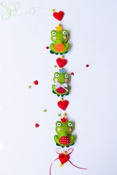 Gadgets, Hi-Tech, E-Cigarettes, Smartwatch, Drones and more! Frog Crafts, Cute Crafts, Diy Crafts, Felt Mobile, Felt Baby, Felt Decorations, Felt Fabric, Handmade Felt, Felt Toys