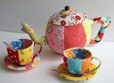ABruxinhaCoisasGirasdaCarmita: Conjunto bule e duas chávenas (cerâmica)