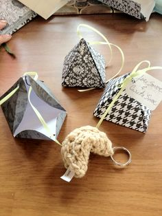 Simple crochet fortune cookie favors, diy pyramid boxes