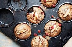 If autumn would have a taste, it would be these apple lingonberry muffins. They turned out so good that we had to wrestle for the last one. Makes 6 muffins Healthy Dessert Recipes, Brunch Recipes, Desserts, Sugar Free Recipes, Scones, Vegetarian, Sweets, Apple, Postres