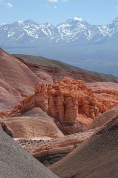 Vista de la Precordillera del Tontal, y al fondo la Cordillera de Los Andes.