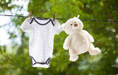 A la naissance de Bébé, quels vêtements faut-il prévoir ? On vous dit tout. Baby Boom, Baby Coming, Parents, Onesies, Dit, Clothes, Blog, Desserts, Fashion