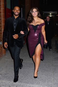 Busty Ashley Graham flaunts her curves in a plunging dress Ashley Graham couldn't have looked more smitten as she stepped out with her handsome husband Justin Ervin for the Revlon Live Boldly event in New York City on Wednesday night. Ashley Graham Outfits, Ashley Graham Style, Ashley Graham Husband, Curvy Women Fashion, Plus Size Fashion, Petite Fashion, Plunge Dress, Looks Plus Size, Moda Plus Size