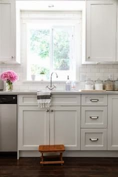 It All Appeals to Me: Lovely White Kitchens