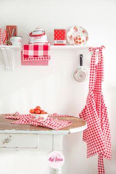 Syl loves retro Küchenschürze, rot-weiß von Syl loves... a happy mix of vintage * shabby chic & handmade auf DaWanda.com