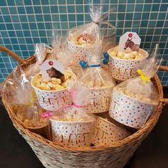 Quick treat for school: popcorn with a game, School Birthday Treats, School Treats, Baby Birthday, Party Treats, Party Snacks, Ramadan Gifts, Ice Cream Party, Candy Buffet, Cookies Et Biscuits