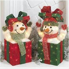 RAZ Frostyland 28 Inch Lighted Snowman Jack in The Box. Felt Christmas Decorations, Christmas Centerpieces, Xmas Ornaments, Christmas Snowman, Christmas Holidays, Frosty The Snowmen, Snowman Crafts, Christmas Inspiration, Christmas Projects