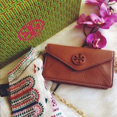 """Tory Burch Leather Chain Cross Body Brand new with tag attached! Retail $275 Luggage brown pebbled leather with golden hardware. Lined interior with (2) card slots Flap top with magnetic closure Versatile - carry as a clutch or use it as a shoulder / cross-body bag  Removable shoulder / cross-body strap. Detachable adjustable crossbody strap Snap flap closure 6.5""""L x 1.25""""W x 3.75""""H; 22"""" strap drop Leather. Note: Does not come with box and dust bag Tory Burch Bags Mini Bags"""