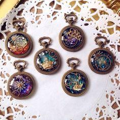 可愛くて手作り♡【レジンアクセサリー】を作りましょ♡♡ Resin Jewelry, Jewelry Crafts, Jewelry Art, Handmade Jewelry, Uv Resin, Resin Art, Diy Resin Crafts, Magical Jewelry, Resin Charms