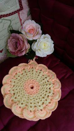 Vintage-Style Topflappen -Blütenform- von RHS-Berlin  auf DaWanda.com