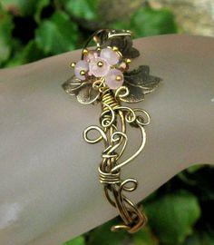 Pink Berries and Vines  Bracelet and Ring  on sale par TangoCatGems, $66,00