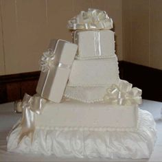 Wedding present cake--would look lovely in grey with red roses?