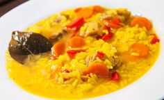 receta arroz con pollo andaluz My Favorite Food, Favorite Recipes, Lychee Fruit, Spanish Food, Spanish Recipes, Diet And Nutrition, Cupcake Cookies, Flan, Family Meals
