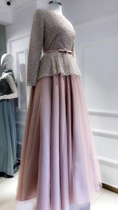 50 ideas dress long hijab party for 2019 Hijab Prom Dress, Muslimah Wedding Dress, Hijab Evening Dress, Muslim Dress, Kebaya Muslim, Wedding Dresses, Prom Dresses, Stylish Dresses, Fashion Dresses