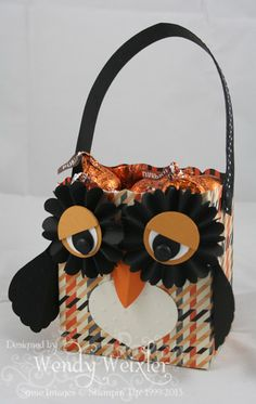 WMW Owl Full o' Kisses!