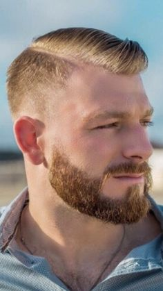 Trending beard style men in Find the best beard designs and shapes for their short and long facial hair with masculine character and charm. Beard Styles Names, Beard Styles For Men, Hair And Beard Styles, Ginger Men, Ginger Beard, Ginger Snaps, Hairy Men, Bearded Men, Redhead Men