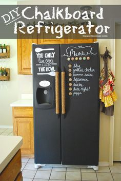 The Kurtz Corner: DIY Chalkboard Refrigerator i really freaking love this all i would really need is chalkboard paint and rub ons from the craft store Home Decor Hacks, Diy Home Decor, Deco App, Diy Tableau Noir, Diy Deco Rangement, Ideias Diy, Diy Kitchen, Teal Kitchen, Decorating Tips