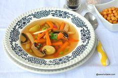 Supă de legume - rețeta simplă de post. Cum se face o supă simplă din legume, fără carne? O supă sănătoasă și gustoasă cu morcov, praz, Tasty, Yummy Food, I Foods, Thai Red Curry, Soup Recipes, Clean Eating, Ethnic Recipes, Soups, Healthy Meals