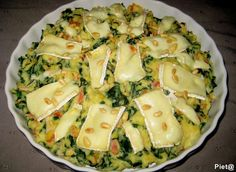 Dutch spinach stamppot with brie I Love Food, Good Food, Yummy Food, Clean9, Oven Dishes, Cooking Recipes, Healthy Recipes, Happy Foods, Quick Easy Meals