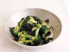 ケンタロウ さんのブロッコリーを使った「ブロッコリの塩のり炒め」。塩のみで味つけした、磯の香り漂うシンプルな炒め物。ブロッコリーは火が通りやすいように小さめに。 NHK「きょうの料理」で放送された料理レシピや献立が満載。