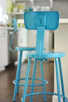 Tutorial on spray painting cheap school stools for kitchen bar. Valspar Tropical Oasis spray paint.