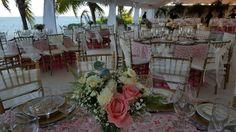 #centrodemesa #recepcion #bodasenlaplaya #beachweddings #cancunbodas #bodasdedestino #destinationwedding #partyboutiquecancun #prettyflowers #mobiliario para eventos #mobiliarioparabodas
