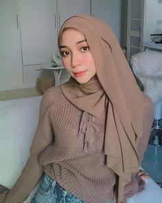 Hello? It's me... 🤍 Hello It, Beautiful Hijab, Niqab, Photo And Video, Fashion, Moda, Fasion, Trendy Fashion, La Mode