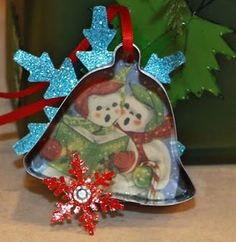 Cookie cutter ornaments Christmas Cookies, Christmas Cookie Cutters, Christmas Card Crafts, Christmas Decorations To Make, Vintage Christmas Cards, Handmade Ornaments, Diy Christmas Ornaments, Handmade Christmas, Ornament Crafts