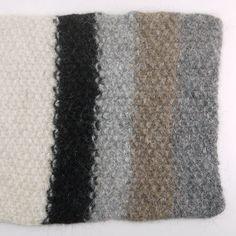 Alle kleuren Sirri 3-draads gebreid op naalden 8.  Gerstekorrel beginmaat A3 gevilt en gekrompen tot 26 x 34 cm.
