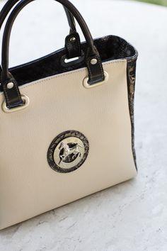 Acabe a semana com uma mala da nova coleção!  Finish the week with a handbag from the new collection! Ref: 1070072  #cavalinho #cavalinhoficial