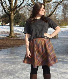 I made another @sewaholic #hollyburnskirt! I love it paired with this short @grainlinestudio #lindensweatshirt too 😄 more pics on the blog! #ilovesewing #sewing #indiepatterns #indiesewing #memade #maker #isew #handmadewardrobe #isewmyownclotheshollyburnskirt,isew,indiesewing,sewing,memade,isewmyownclothes,ilovesewing,indiepatterns,maker,lindensweatshirt,handmadewardrobehelens__closet