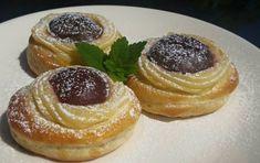 Recept Pudinkovo-švestkové koláče Pancakes, Cheesecake, Deserts, Sweets, Bread, Breakfast, Recipes, Food, Erika