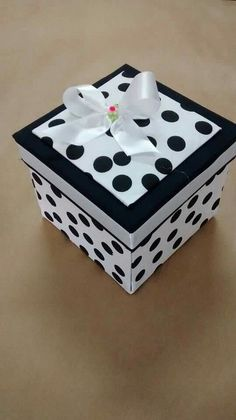Decoupage Tutorial, Decoupage Box, Ceramic Boxes, Wooden Boxes, Creative Crafts, Diy And Crafts, Exploding Gift Box, Decoupage Furniture, Sorority Crafts