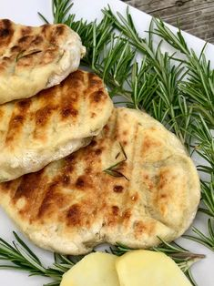Superweiche Kartoffel-Rosmarin-Fladen - Kochtheke Super soft potato and rosemary flatbread - cooking Pizza Recipes, Grilling Recipes, Vegan Recipes, Cooking Recipes, Bread Recipes, Camping Desserts, Camping Meals, Foil Pack Dinners, Vegetable Drinks