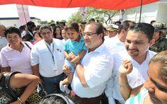 """El gobernador Javier Duarte de Ochoa aseveró que la seguridad de los veracruzanos es una prioridad del Estado, y en alianza con el Gobierno de la República y los municipios, se le seguirá defendiendo, haciendo propia la visión de """"lograr un México en Paz"""", uno de los cinco ejes del presidente Enrique Peña Nieto."""